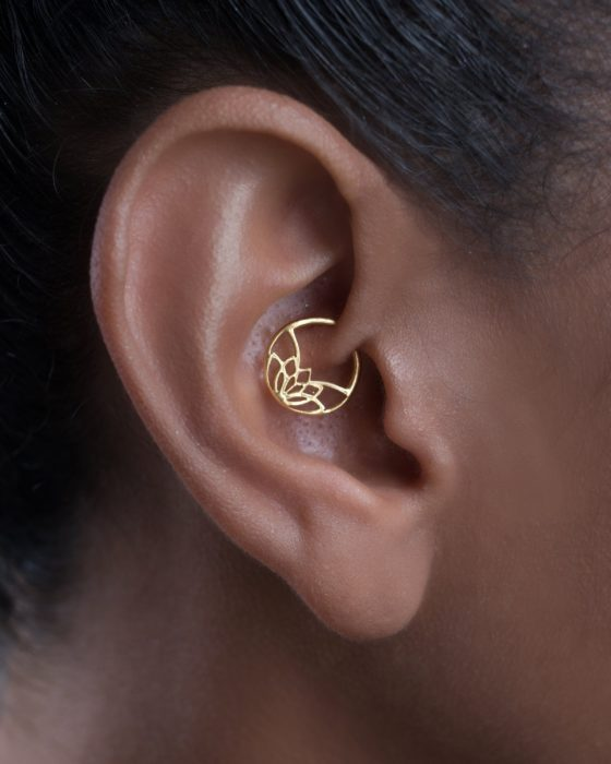 Arete para oreja en forma de flor de loto