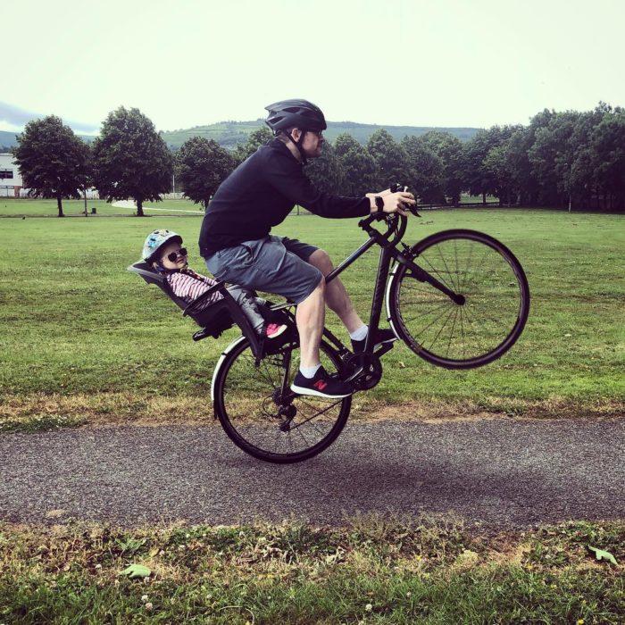 Foto editada de Stephen con Hannah en bicicleta
