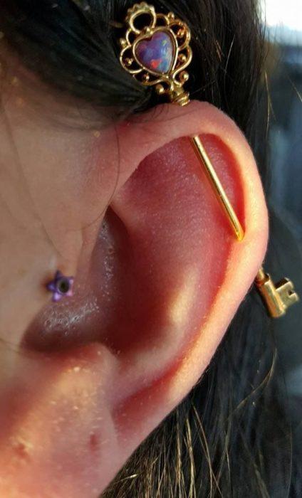 Arete para oreja tipo industrial en llave
