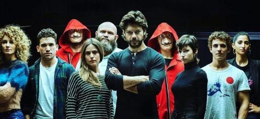 Personajes de La casa de papel reunidos presentando la cuarta temporada