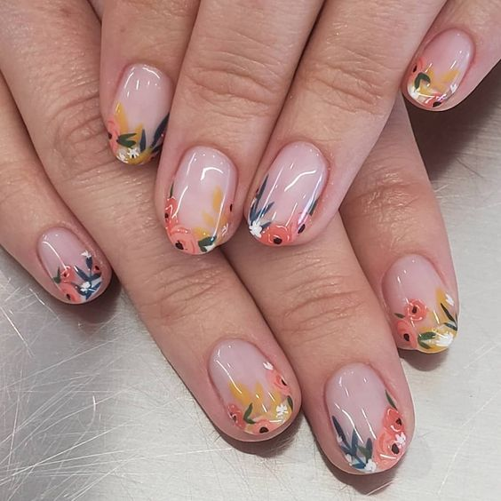 Manicura estilo francés con flores naranjas y amarillas en efecto gelatina