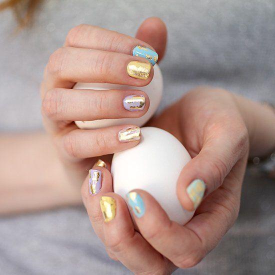 Manicura en tonos pastel y puntos inspirados en huevos de dinosaurio