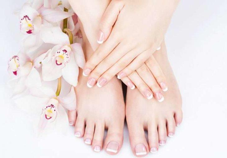 Manicure y pedicure francés