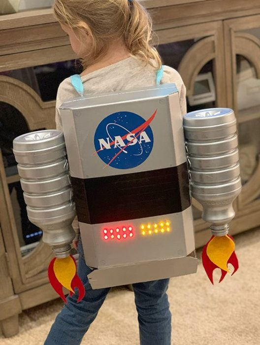 Caja de vuelo astronauta hecha con pet