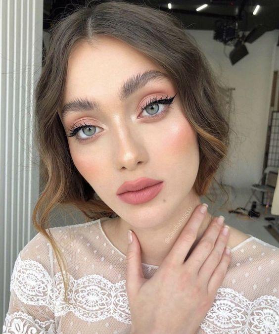 Maquillaje de novia en tonos coral