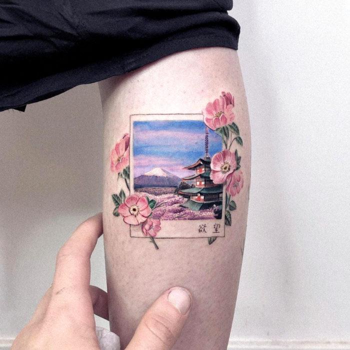 Minitatuajes realistas de Eden Kozokaro; flores de cerezo