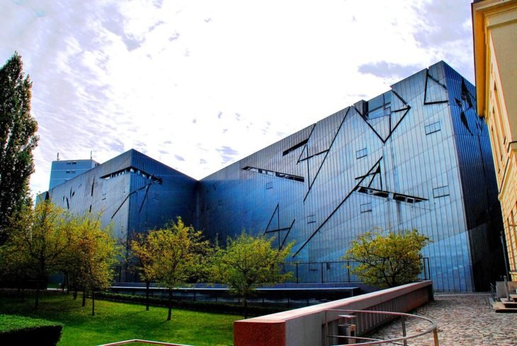 Fachada del Museo del Holocausto