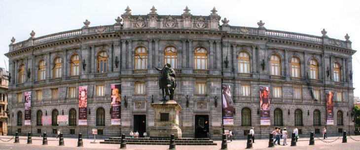 Fachada principal del Museo Nacional de Arte