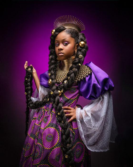 Niña africana vestida como Rapunzel
