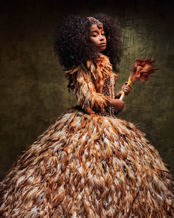 Niña africana vestida como Nala de El Rey León