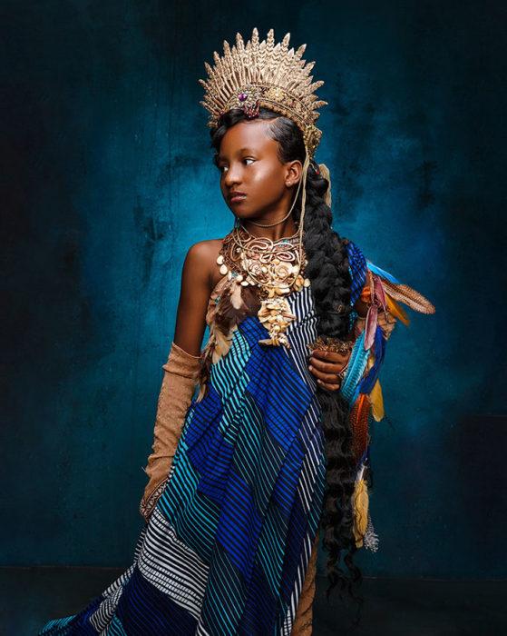 Niña africana vestida como Pocahontas