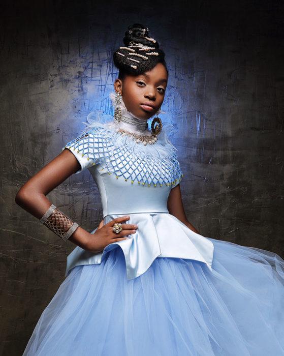 Niña africana vestida como La Cenicienta