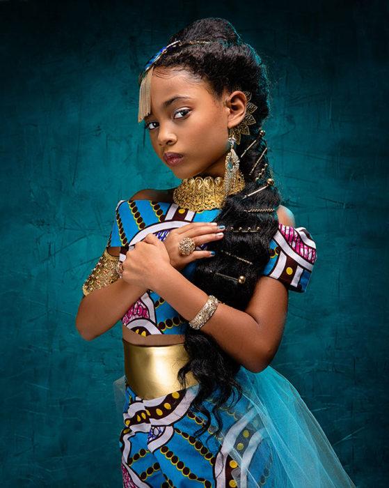 Niña africana vestida como Jazmin