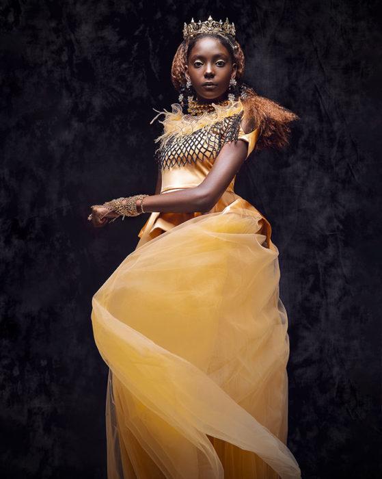 Niña africana vestida como Belle de La Bella y La Bestia