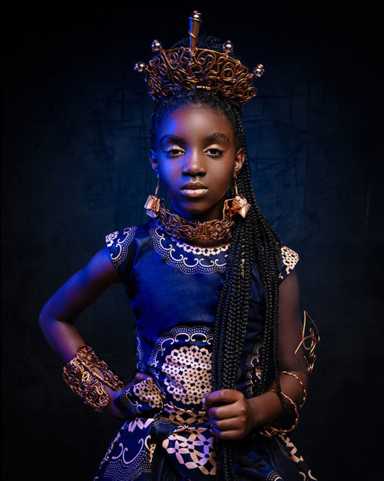 Niña africana vestida como Shuri de The Black Panter