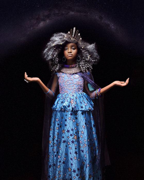 Niña africana vestida como Elsa