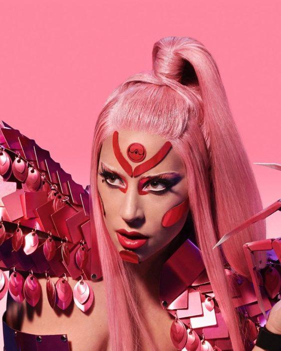 Lady Gaga cantando en su canción Stupid Love