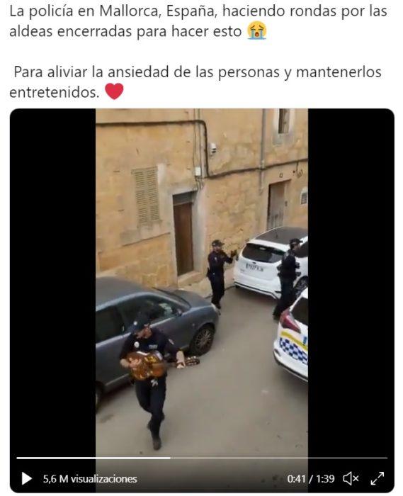 Captura de Twitter del video donde los policcías de Mallorca están bailando y cantando para animar a las personas
