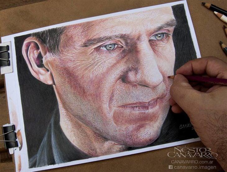 Dibujo creado con colores de Ralph Fiennes