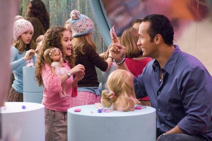 Escena de la película Entrenando a papá en la que su hija y él disfrutan de un día de spa