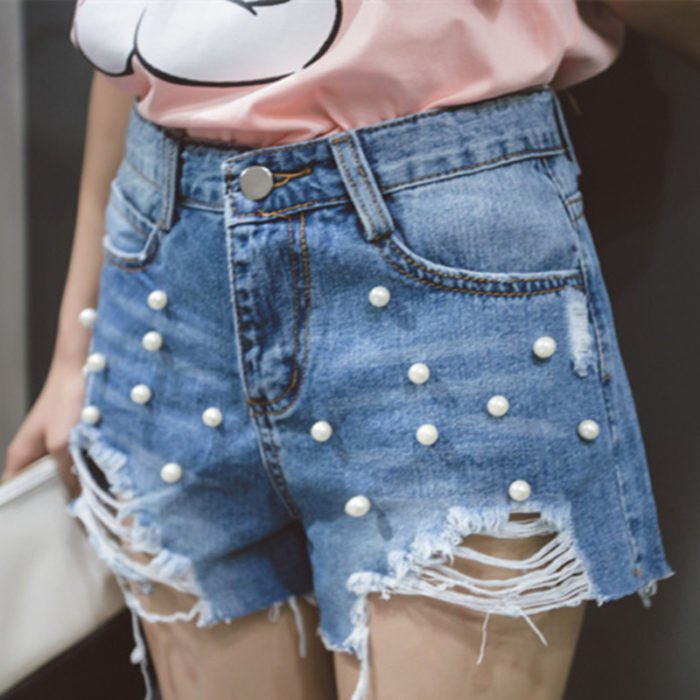 Shorts rasgados con perlitas grandes
