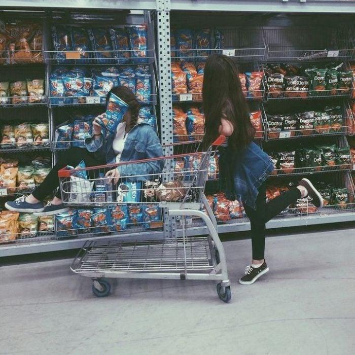 Amigas en el supermercado