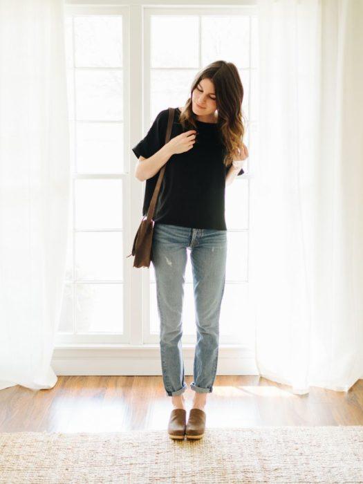 Outfit usando camiseta negra