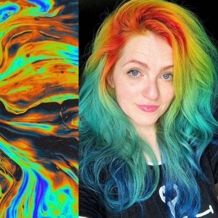 Ursula Goff, estilista crea tintes basados en naturaleza y obras de arte; cabello lardo, ondulado, despeinado arcoíris, anaranjado, amarillo, verde y azul, mujer de ojos azules