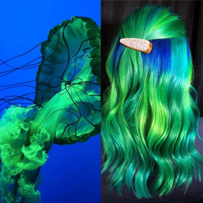 Ursula Goff, estilista crea tintes basados en naturaleza y obras de arte; medusa en el mar, cabello largo y ondulado color azul rey y verde neón
