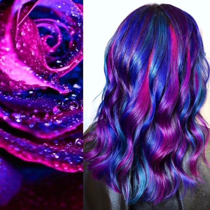 Ursula Goff, estilista crea tintes basados en naturaleza y obras de arte; rosa con pétalos morados, cabello morado, rosa y azul