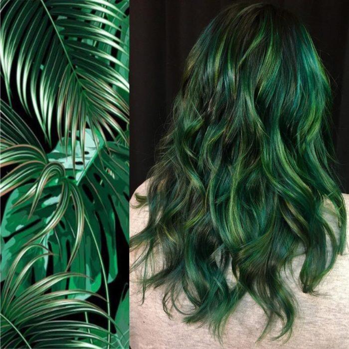 Ursula Goff, estilista crea tintes basados en naturaleza y obras de arte; pintura de Vincent van Gogh, cabello largo y ondulado, verde hoja