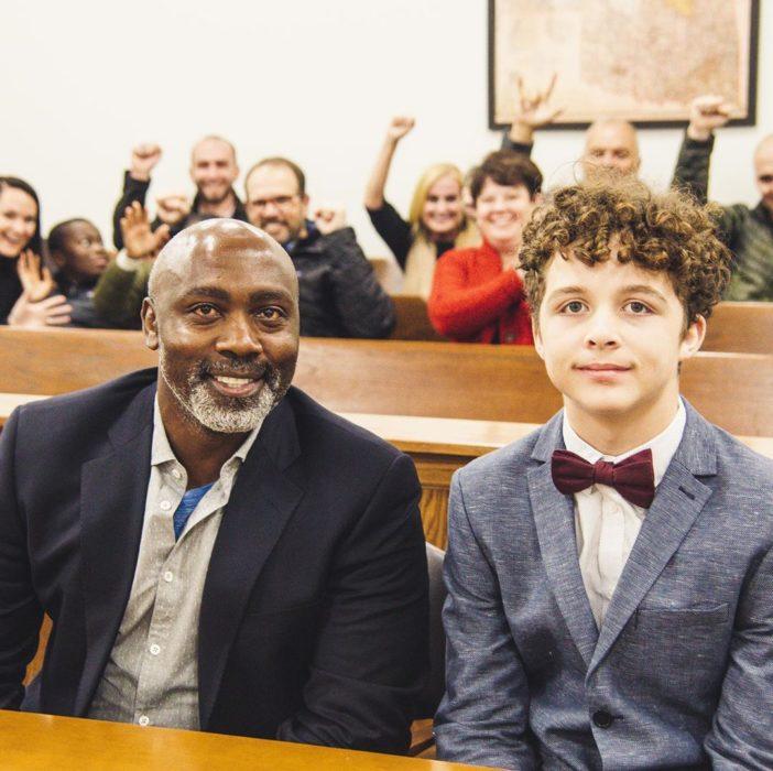 Tony y Peter cuando se realizó la adopción de manera oficial y legalmente