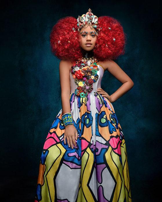 Niña africana vestida como Ariel