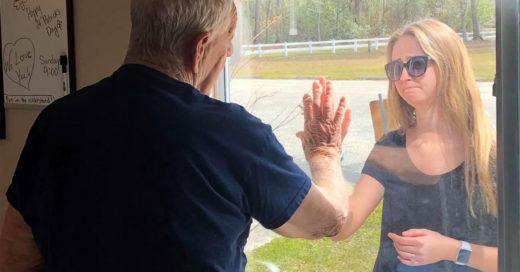 Esta chica desafió la cuarentena para mostrarle a su abuelo su anillo de compromiso