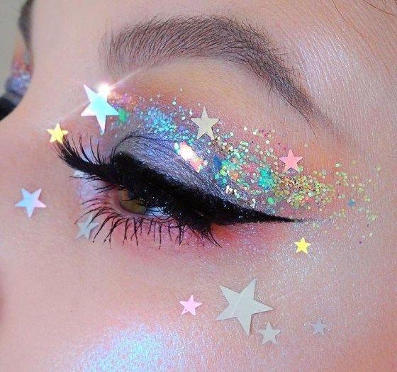 Sombra para ojos en color morado con decorado en estrellas de colores