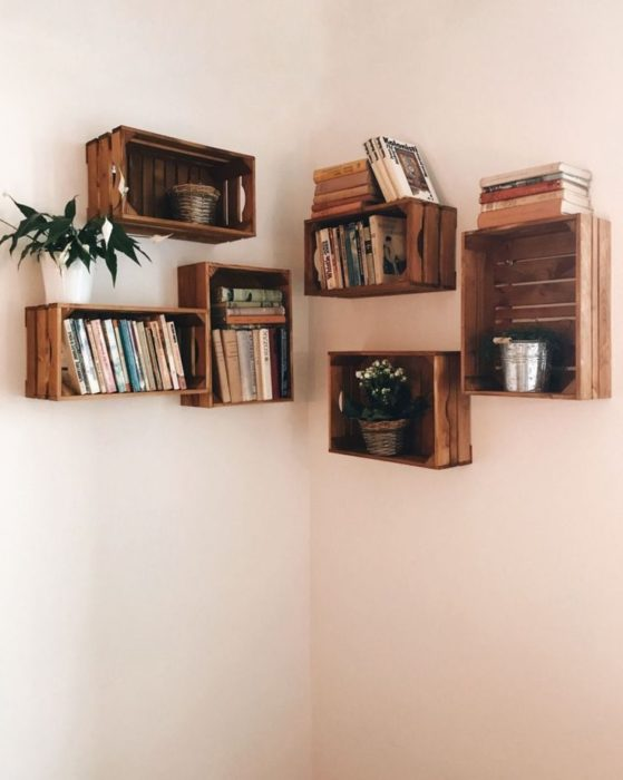 DIY de cajas de madera que sirven como repisas