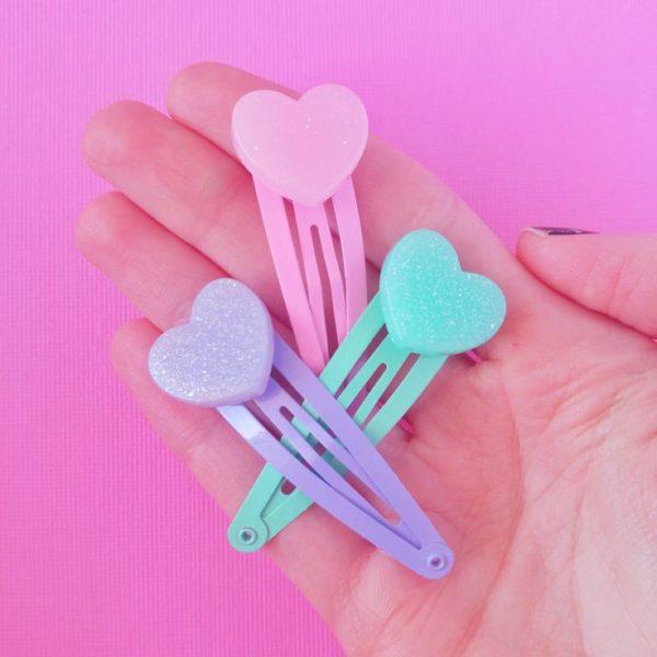 Cucas para cabello con corazones de goma