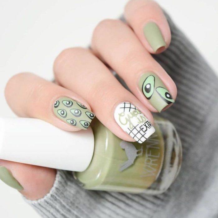 Diseño de manicure de aguacates