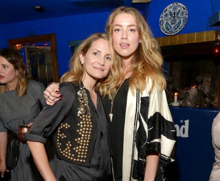 Estilista Samantha McMillen y actriz Amber Heard; mujeres abrazadas