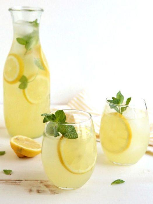 Limonada con lmón amarillo y sin azúcar