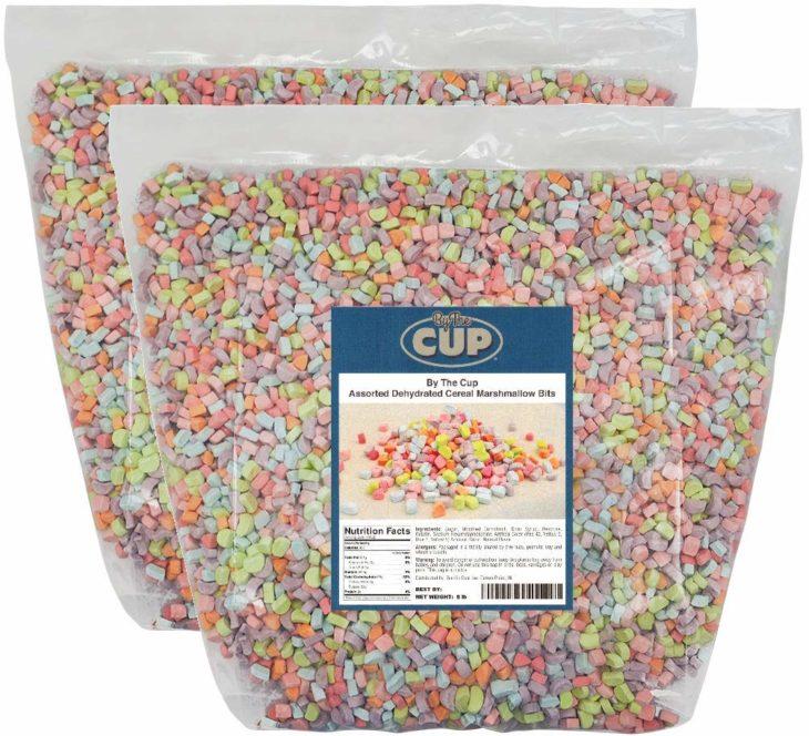 Bolsas llenas con malvaviscos de cereales