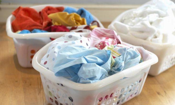 Canastas de ropa de diferentes tipos y colores