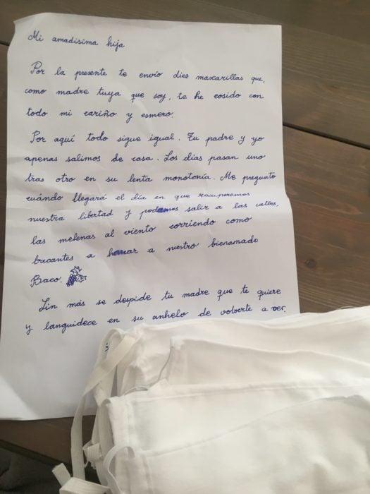 Carta de la madre de Inma y las mascarillas que cosió para ella