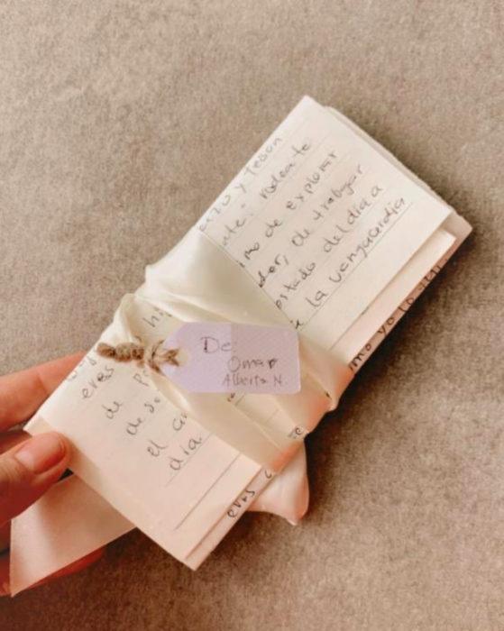Mujer olvida la voz de su padre, su esposo le escribe una carta