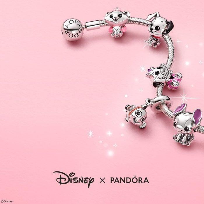 Charms en brazalete abierto de diferentes personajes de Disney