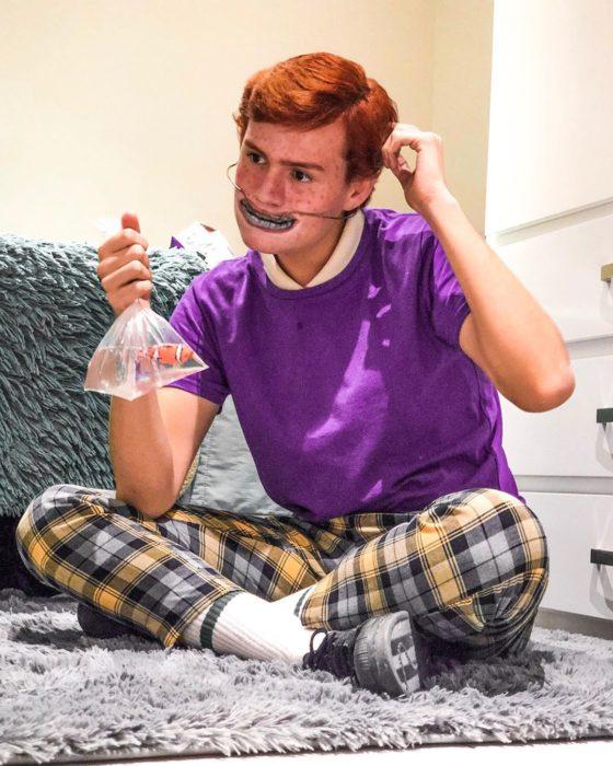 Usiel Guillermo, chico mexicano que se parece a Shrek humano; cosplay Darla, Buscando a Nemo, niña con brackets