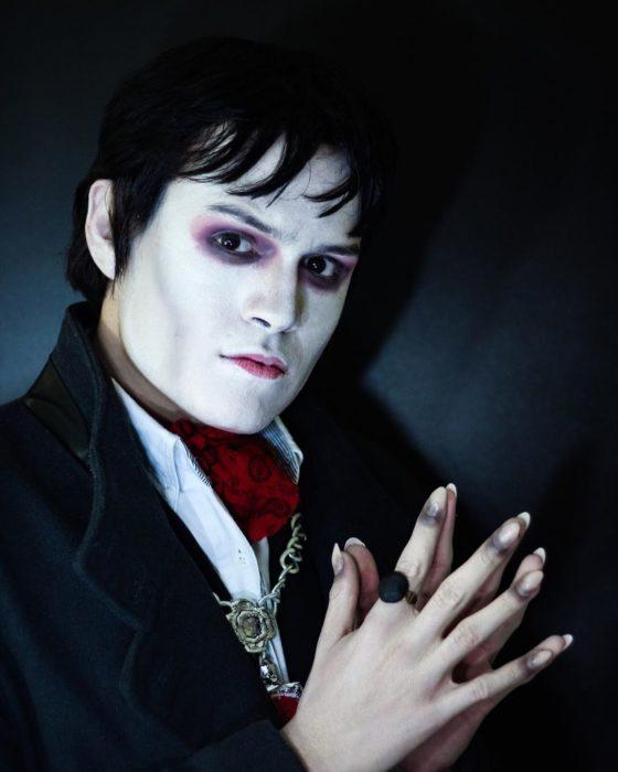 Usiel Guillermo, chico mexicano que se parece a Shrek humano; cosplay de Barnabas, Sombras Tenebrosas, Johnny Depp