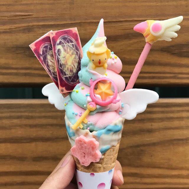 Helado de fresa y chicle decorado como el bastón de Sakura Card Captors