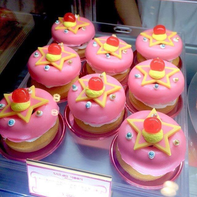 Pastelillos esponjosos en forma de el espejo de Sailor Moon