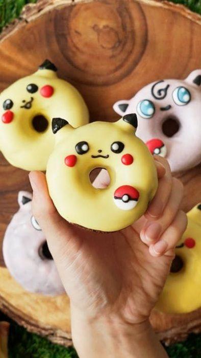 Donas decoradas con tematica de Pokemon